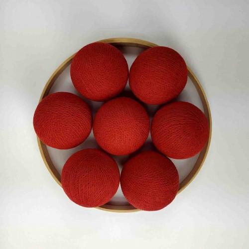 Декоративные шарики из ниток - red