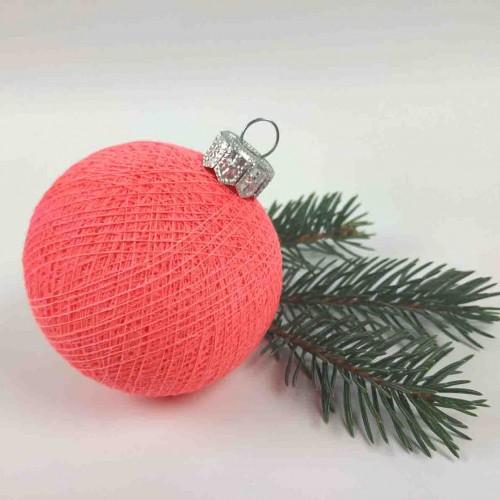 Шарик на ёлку из ниток Coral Pink